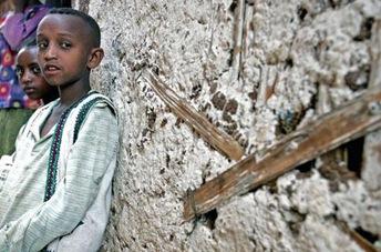 reuters_ethiopia_AIDS_orphans_480_2005