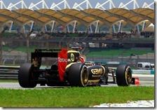 Raikkonen con la Lotus nelle qualifiche del gran premio della Malesia 2012