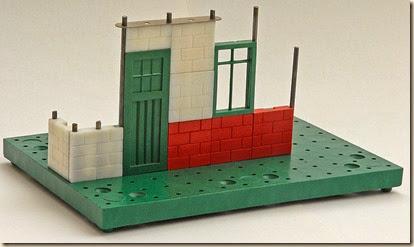 800px-BuildingWithBayko