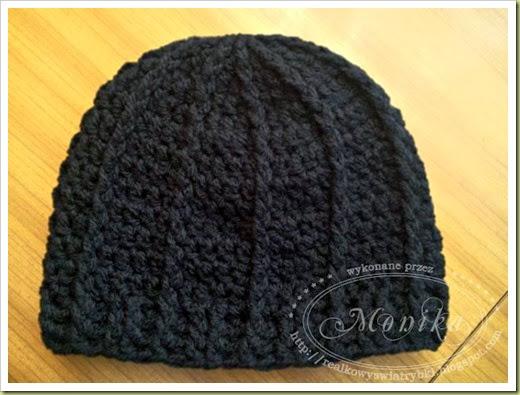 czarna czapka p