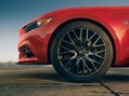 2015-Ford-Mustang-Photos-16_thumb.jpg?imgmax=800