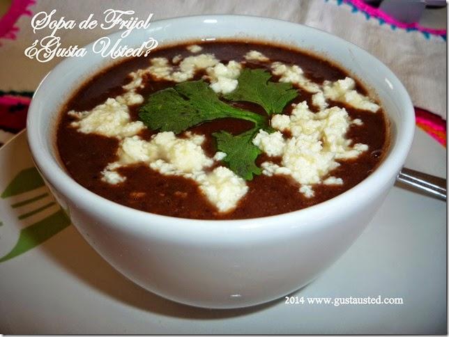 Sopa de frijol con chochoyones