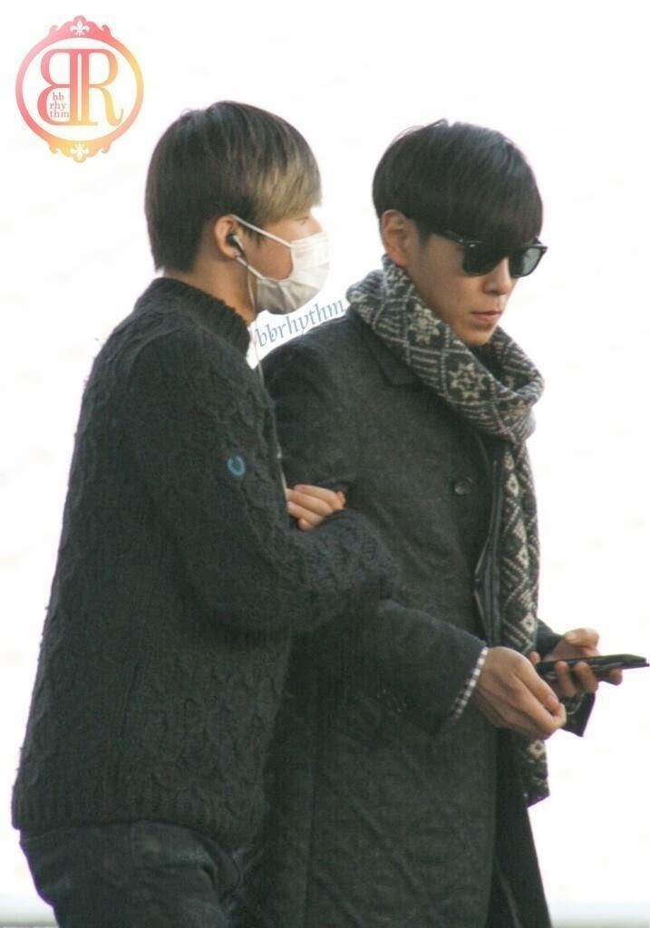 Big Bang - Incheon Airport - 06dec2013 - Fan - BB Rhythm - 03.jpg
