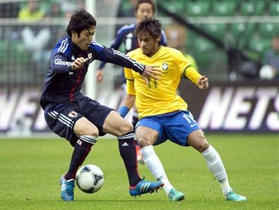 Neymar marca doblete