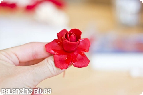 How to make small gumpaste roses (4)