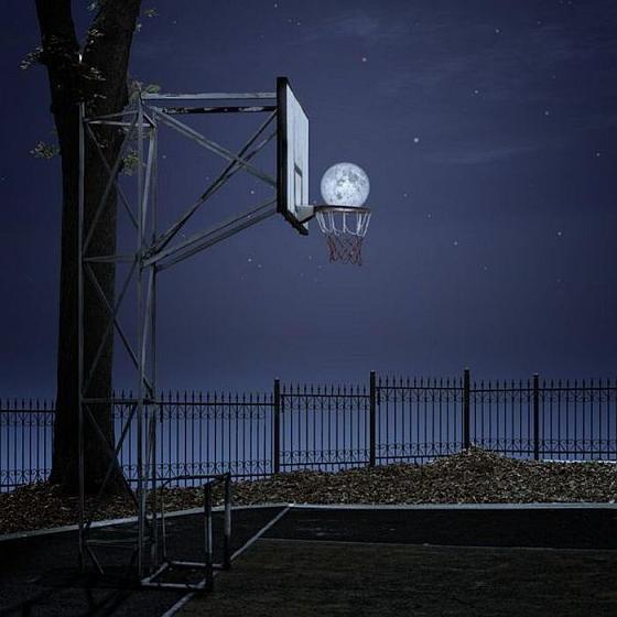 Луна и баскетбол