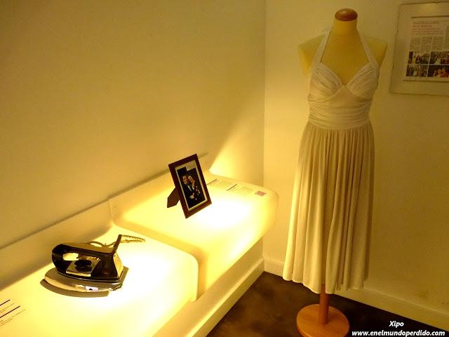 traje-de-novia-plancha-museo-relaciones-rotas-de-zagreb.JPG