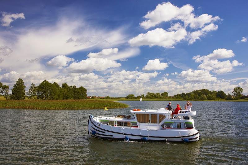 Hausboot penichette 1020 fb mieten locaboat for Klassisches hausboot