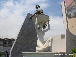 Monument situé au siège de la régie de distribution d'eau( REGIDESO),sur le boulevard du 30 juin à Kinshasa. Radio Okapi/ Ph. John Bompengo