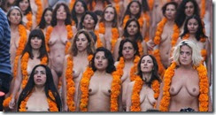 30out2014-mulheres-posam-nuas-para-o-fotografo-norte-americano-spencer-tunick-em-san-miguel-de-allende-no-estado-de-guanajuato-no-mexico-nesta-quinta-feira-30-usando-a