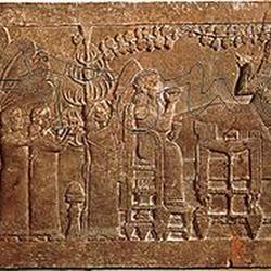 52 - Relieve asirio del banquete bajo el emparrado de Asurbanipal