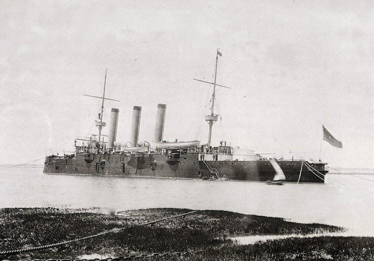 Fondeado en los caños de La Carraca. Año 1.898. Del libro Buques de la Armada Española a Traves de la Fotografia.JPG