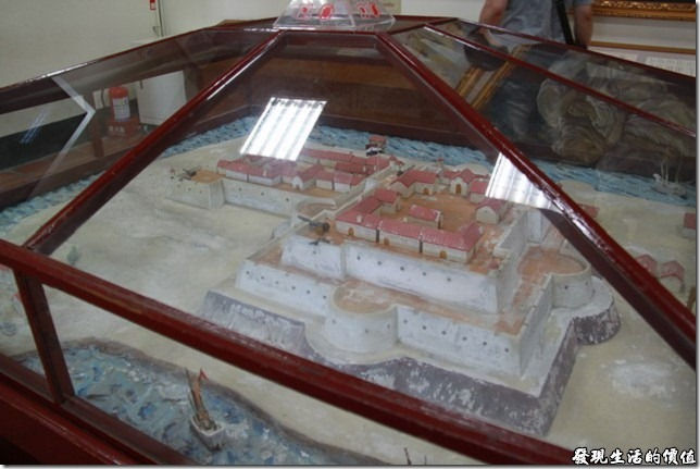 《安平古堡文物陳列館》內展示的舊熱蘭遮城的模型。