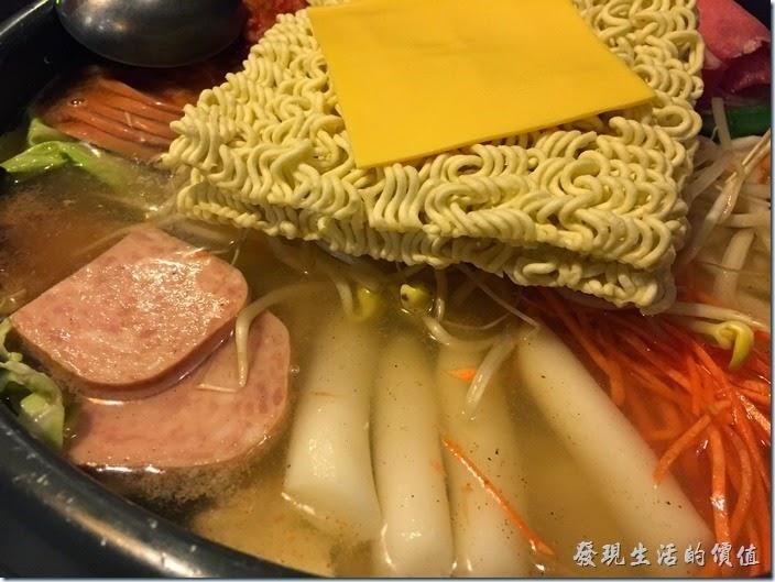 台北-紅通通韓國平價料理。部隊鍋。