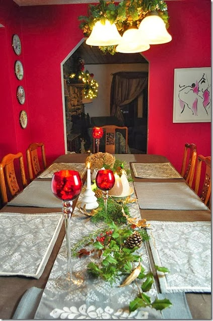 Christmas table nuetrals with pops of red
