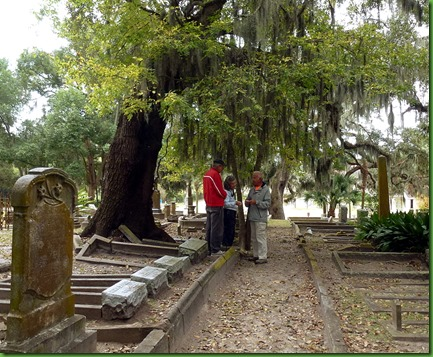08 - Geocaching in a cemetery - Really