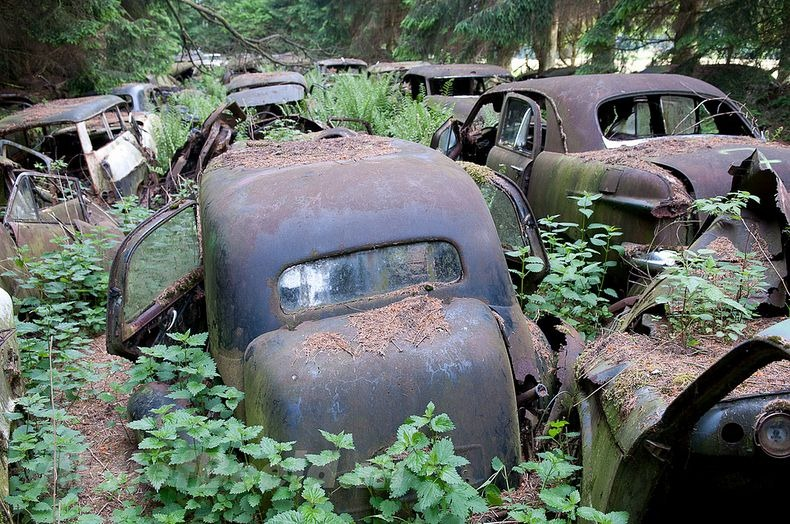 chatillon-car-graveyard-3