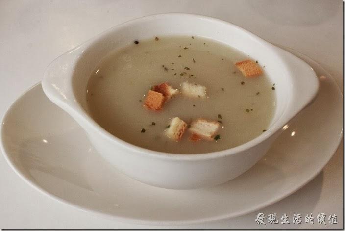 台南-沛里歐咖啡館。早午餐的濃湯。這濃湯似乎有點稀,不像在其他早午餐點喝到的濃郁,但味道還可以啦!