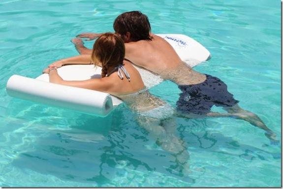 miley-cyrus-white-bikini-22