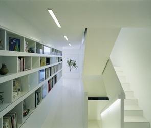 diseño de escaleras blancas