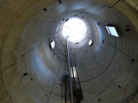 Obiective turistice Pisa: Interiorul turnului inclinat