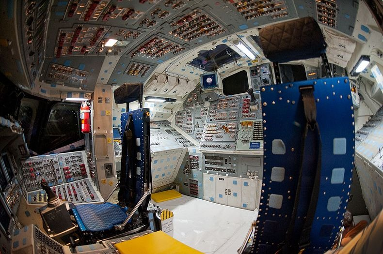 endeavour-flight-deck-8