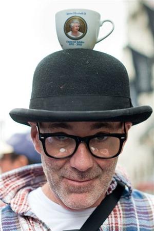 Шляпа с чашкой