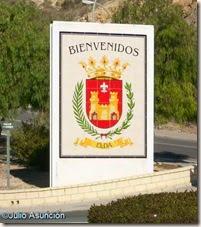 Escudo de Elda a la entrada de la localidad - ruta El Chorrillo