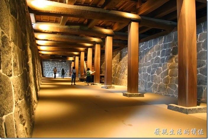 日本北九州-熊本城。這是連接天守閣前後方的「黯狩通路」(也就是地下通道),上方為「本丸御殿」,是肥後番主的起居室。
