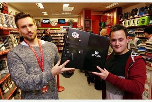 El hombre que recibió un Xbox One como regalo