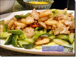 Wok-fried shrimps & chicken fillet, asparagus, black bean sauce