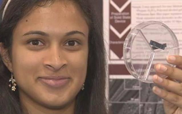 Μαθήτρια από την Καλιφόρνια βρήκε τρόπο να φορτίζουν τα κινητά σε 20 δευτερόλεπτα (video)