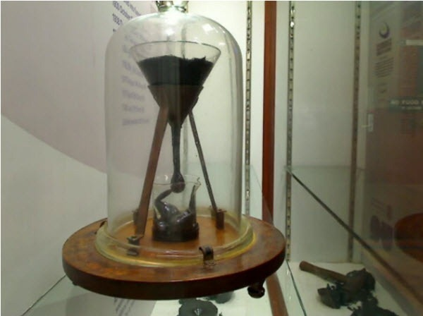 Pitch_drop_experiment_webcam