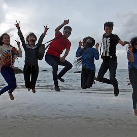 Happy Levitasi by Octo Winarto - People Group/Corporate