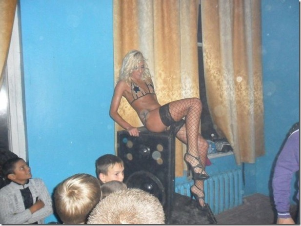 middle-school-striptease-2