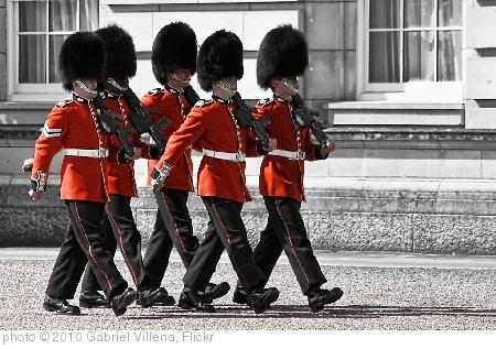 'Changing the guard - Buckingham Palace' photo (c) 2010, Gabriel Villena - license: http://creativecommons.org/licenses/by/2.0/