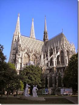450px-Votivkirche_Vienna_June_2006_540