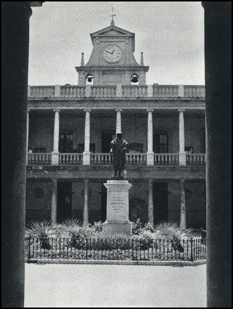 claustro universidad CA 1960