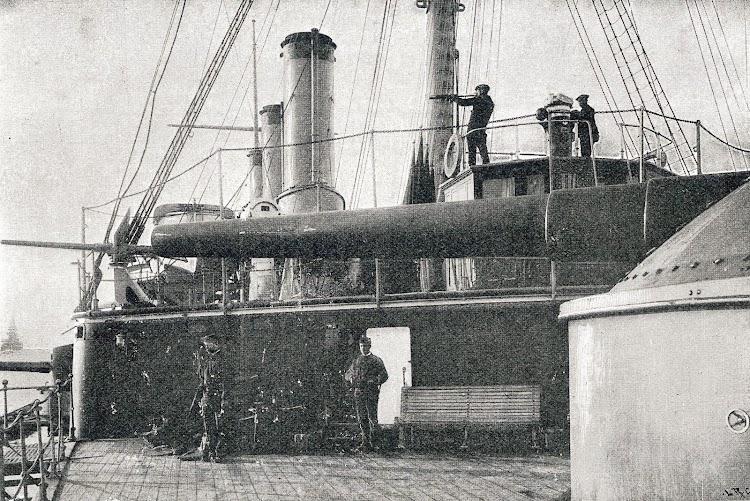 Cañon de 280 mm del Emperador Carlos V. Torre de popa. Del libro La España Marítima.JPG