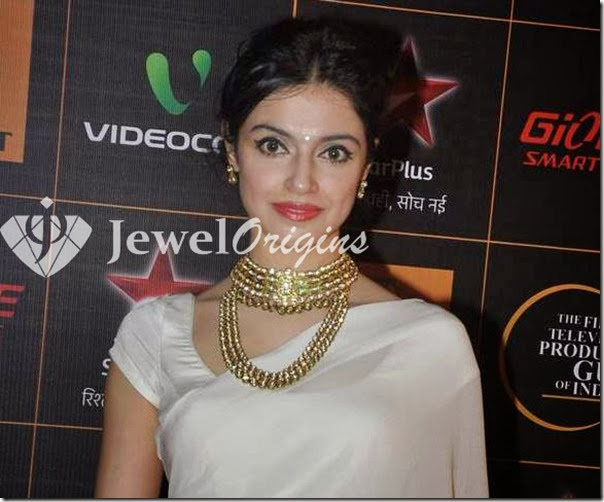 Divya_Khosla_Kumar_Gold_Necklace