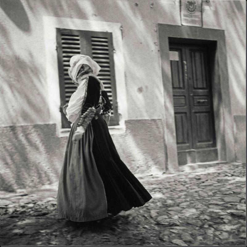 © Ugo Pellis-Museo delle Culture, Lugano, Switzerland. - [Donna in costume] - Bono - 26 Maggio 1935