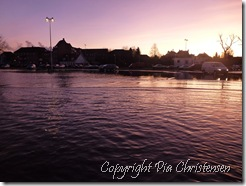 oversvømmet parkeringsplads