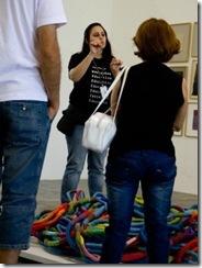Bienal de Arte: monitores se comunicam em Libras