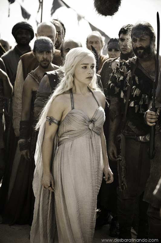 emilia-clarke- Daenerys-Targaryen-linda-sexy-game-of-trhones-guerra-dos-tronos-sexta-proibida-desbaratinando (45)