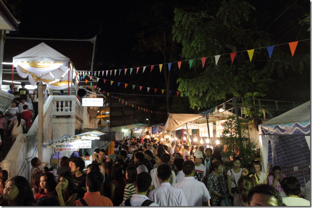 Crowded Allies and Temple Pathways on Loi Krathong Day