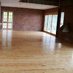 Tablón de madera maciza para interiores - Piso de madera en Pino.JPG