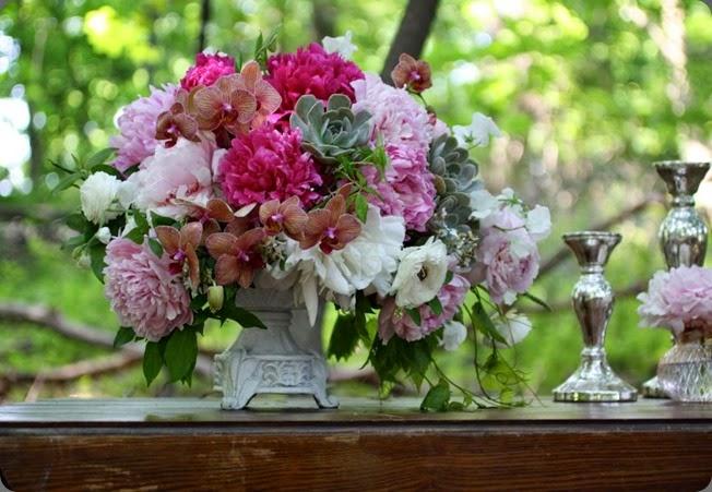 403553_416656278356764_100000371855642_1417309_1704695692_n modern day floral