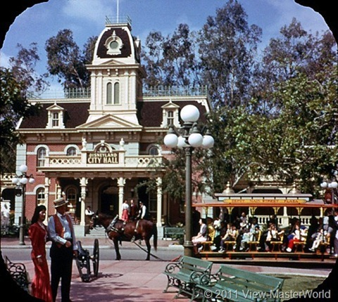 View-Master Main Street and Primeval World (A175), Scene 1-2: Town Square