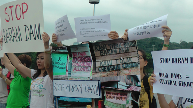 KUALA LUMPUR: A group of people objecting the Murum Dam in Sarawak held a peaceful demonstration outside the Parliament on 26 September 2013. Photo: Bruno Manser Fund