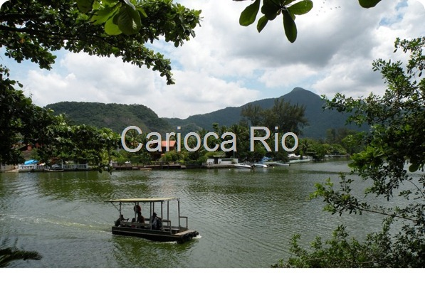 Balsa que liga o continente à Ilha da Gigóia, uma das ilhas existentes em uma das lagoas da Barra
